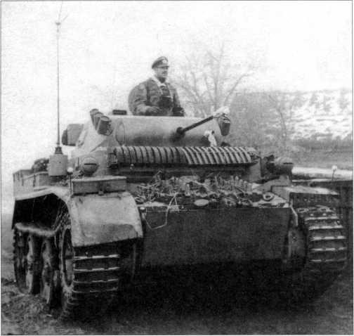 Танк Pz.Kpfw.II Ausf.L на советско-германском фронте. На маске пушки видна эмблема соединения, скорее всего желтого цвета. 4-й разведывательный батальон 4-й танковой дивизии вермахта. Зима 1943–1944 годов.