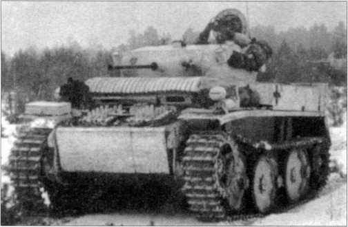 Танки Pz.Kpfw.II Ausf.L «Лухс» в зимней белой окраске. Предположительно Белоруссия, 4-й разведбатальон 4-й танковой дивизии вермахта, январь 1944 года.