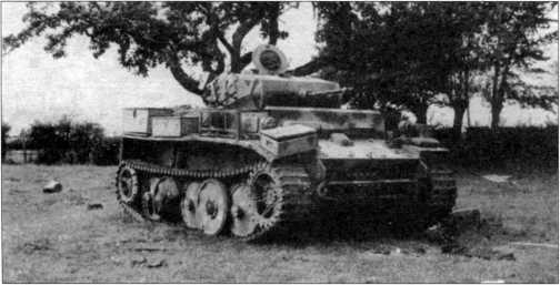 Легкий танк Pz.Kpfw.II Ausf.L из состава 116-й танковой дивизии вермахта, подбитый и брошенный экипажем. Франция, вероятно, август 1944 года.