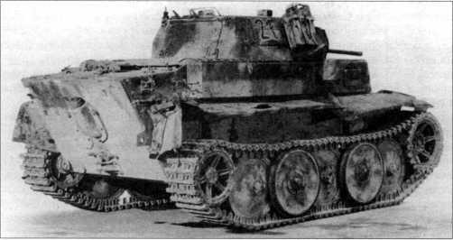 Легкий танк Pz.Kpfw.II Ausf.L, захваченный англо-американскими союзниками. Видно, что на машине отсутствует часть навесного оборудования, пробиты и смяты крылья, утерян глушитель. Танк имеет тактический номер «4121». Франция, август 1944 года.