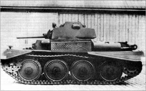 Разведывательный танк TNH nA на заводском дворе фирмы ВММ. Вид спереди и слева. Весна 1943 года.