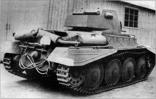Разведывательный танк TNH nА, снятый на заводском дворе фирмы ВММ. Вид сзади. Весна 1943 года.