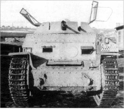 Вид спереди на разведывательный танк Sd.Kfz. 140/1. 1944 год.