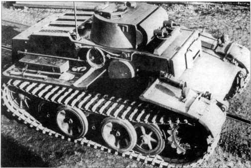 Танк поддержки пехоты Pz.Kpfw.I Ausf.F (VK 1801), сфотографированный на заводском дворе предприятия после сборки. Машина полностью укомплектована, ширина траков составляет 540 мм. 1942 год.