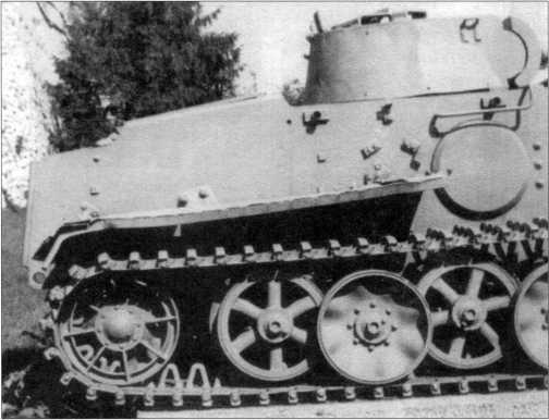 Танк Pz.Kpfw.I Ausf.F (VK 1801) из экспозиции военного музея в Белграде (Сербия). Вид на правый борт. 2002 год.