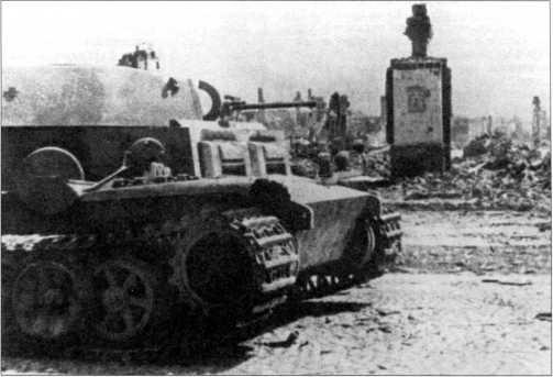 Танк поддержки пехоты Pz.Kpfw.II Ausf.J (VK 1601), захваченный частями Красной Армии в городе Слуцк. 1-й Белорусский фронт, июль 1944 года.