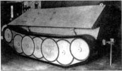 Фотографии деревянного макета гусеничного транспортера боеприпасов, макет выполнен в масштабе 1:1.