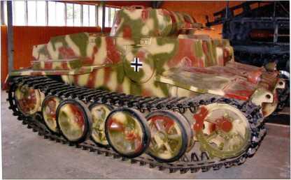 Машина поддержки пехоты Pz.Kpfw.I Ausf.F. Вид на правый борт. Кубинка, 2009 год.