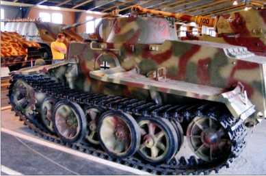 Танк Pz.Kpfw.I Ausf.F. Вид на левый борт. Кубинка, 2009 год.