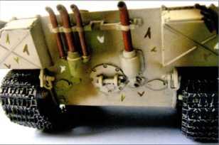Реконструированный в виде модели транспортер боеприпасов VK 501 Munitions Schlepper. Сразу видно, что для него использовались бронелисты и элементы ходовой части немецкого танка Pz.Kpfw.V «Пантера». Отсек для перевозки боеприпасов не имел бронекрыши, в случае непогоды он прикрывался брезентом.