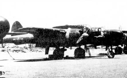 «Snuggle Bunny» — P-61A-10 серийный номер 42-39385. Самолет состоял на вооружении 547 NFS, снимок сделан в 1945г. на базе Лингаен, Филиппины. Ниши основной опоры шасси самолета P-61А закрывалась одной створкой, P-61B — двумя.