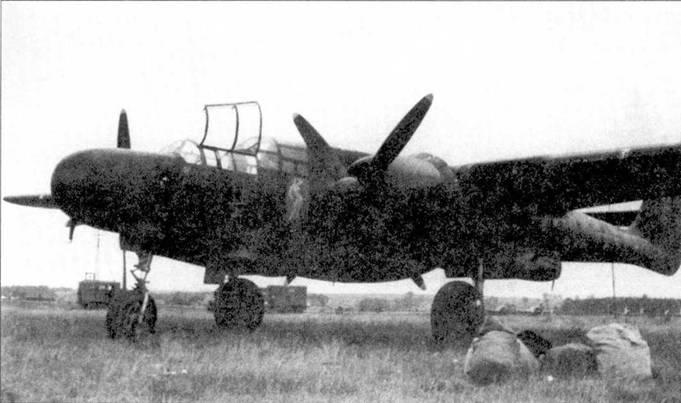 На борту фюзеляжа истребителя P-61А-11 серийный номер 42-39378 изображена девушка, обнаженная. Самолет принадлежал 414 NFS, снимок сделан летом 1945г. на аэродроме Фарц в Германии. Ниже фонаря кабины летчика на борту фюзеляжа изображены отметки о трех сбитых самолетах противника и восьми боевых вылетах.