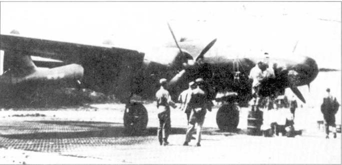 Художника обидеть может каждый — хочется верить, что экипаж по достоинству оценил работу парня, рисующего на борту фюзеляжа P-61B-15 серийный номер 42-39672 надпись «LITTLE AUDREY» и фигурку обнаженной красотки, аэродром Флориннес, Бельгия, весна 1945г. Самолет принадлежит 422 NFS.