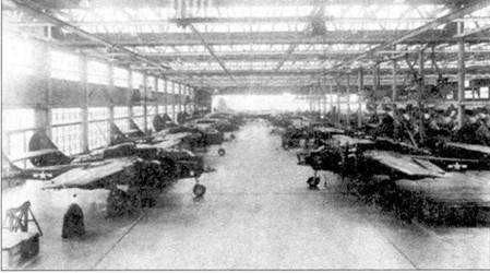 Истребители F-61 в ожидании ремонта, ангар на авиабазе Элмендорф, Аляска. В 1947г. в Элендорфе дислоцировалась 449-я истребительная всепогодная эскадрилья. Командование ПВО эксплуатировало самолеты P-61/F-61 до поступления на вооружение значительном количестве всепогодных реактивных перехватчиков и поршневых «Твин Мустангов».