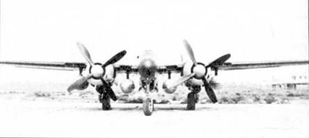 Второй серийный P-61C, бросаются в глаза воздухозаборники карбюраторов по бокам мотогондол, самолеты предшествующих модификаций таких воздухозаборников не имели. P-61C имел четыре подкрыльевых пилона.