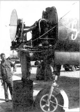 Истребитель P-61A, снят обтекатели РЛС, хорошо видна антенна.