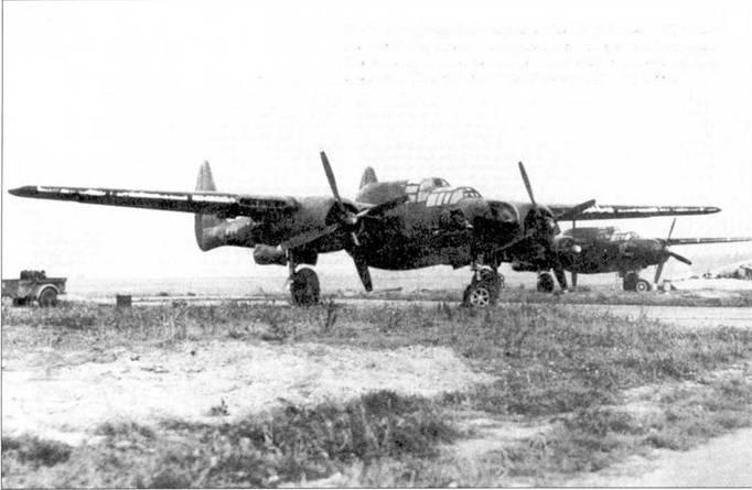 Когда один офицер RAF впервые увидел истребитель P-61, он сказал: «Мой Бог, взгляните на размеры этого кровожадного зверя. Только американцы могут соорудить такое!» На снимке — пара самолетов P-61 из 425 NFS на аэродроме во Франции, 1944г.