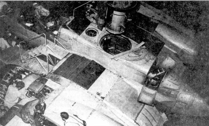 Сборка первого прототипа XP-61 близка к завершению. Обратите внимание на отверстие под установку башенноподобной турели с четырьмя пулеметами.