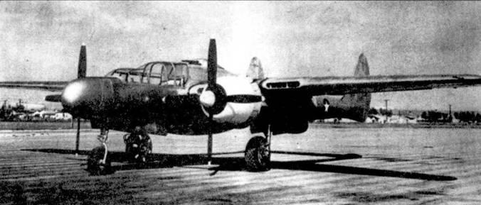 Первый прототип XP-61 серийный номер 41-19509, официальная выкатка машина состоялась 8 мая 1942г. Самолет имеет цвет неокрашенного металла (он действительно не окрашен), только капоты двигателей — желтые. Традиционно на фирме Нортроп прототипы не окрашивались, исключая капоты двигателей, которые красились в желтый цвет. Обратите внимание на белые радиальные полосы на шинах колес основных опор шасси, они нанесены для киносъемки рулежек.