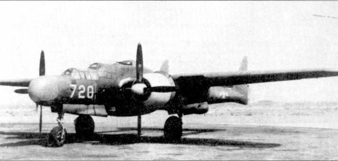 Истребитель P-61A-1 серийный помер 42-5488 на заводском аэродроме Нортроп-Филд, Хауторн, шт. Калифорния. Это третий серийный «Блэк Уидоу». Капоты двигателей окрашены в желтый цвет — традиционный для «фирменных» самолетов Нортропа. Третья серийная машина осталась за фирмой Нортроп. Самолеты P-61А отличались от XP-61 и YP-61 формой фонаря кабины летчика и воздушного стрел ка, а также окраской. Первые серийные P-61А окрашивались сверху в грязно-оливковый цвета, снизу — в нейтральный серый.