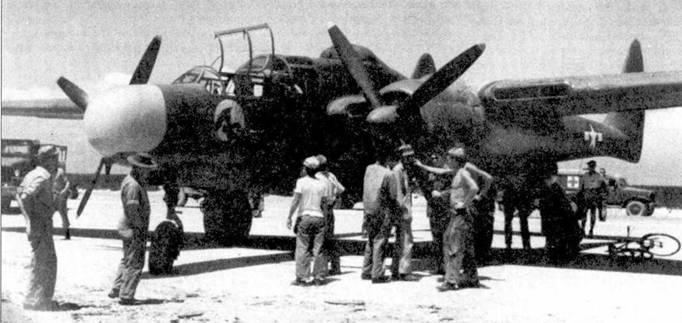 Истребитель Р-6!А серийный номер из 6 NFS, аэродром Кагман Пойнт Филд, Сайпан, 21 июня 1944г. Обтекатель РЛМ окрашен в желтый цвет, собственное имя машины — «Jap Batty». Звено «В» из 6-й эскадрильи ночных истребителей действовало на Гаудалканале, на вооружении состояли самолеты Р-38 и Р-70, в мае 1944г. звено перевооружили ночными истребителями «Блэк Уидоу». Для перелета на Сайпан вместо турелей на самолеты поставили дополнительные фюзеляжные топливные баки.