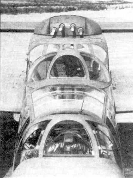 Крупный план фонаря кабины и пулеметной турели одного из первых серийных самолетов P-61A.