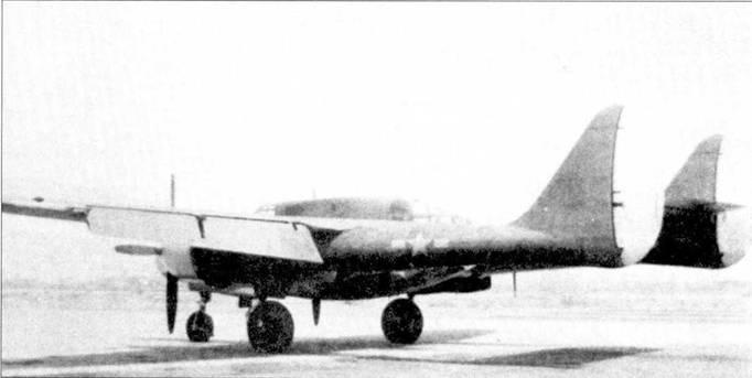 Самолет P-61A с серийным номером 42-548S летал также и без пулеметной турели А-4. Инженеры фирмы Нортроп получили возможность выяснить как влияет установка турели на летные характеристики самолета, а также на его устойчивость и управляемость. Закрылки отклонены на максимальный угол.