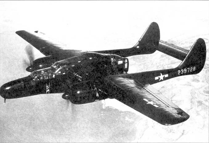 Новенький P-61B-15 в испытательном полете над Южной Калифорнией, лето 1845г. Глянцевая черная окраска оказалась более эффективной, чем матовая черная.