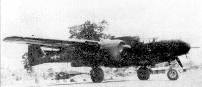 Самолет «Блэк Уидоу» создавался как ночной истребитель, но зачастую по причине нехватки или полного отсутствия адекватного противника «Вдовы» использовали для решения других задач, чаще всего — охоты за поездами. Снимок P-61B из 427 NFS сделан в 1944г. на аэродроме Мийткийна в Бирме. Для поражения железнодорожного транспорта под плоскостями крыла самолета подвешены по одной связки из шести 5-дюймовых базук.