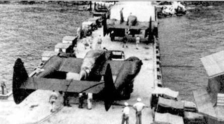 Большинство P-61А доставляли в районы боевых действий на Тихом океане морским транспортом, перед перевозкой у самолетов отстыковывались плоскости крыла. На снимке разгрузка транспорта на Гуадалканала, пара «Вдов» предназначается 419 NFS.