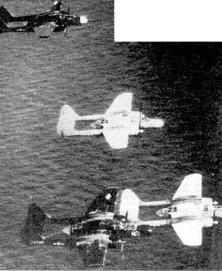 Звено «Блэк Уидоу» из 6 NFS в полете над водами Тихого океана, начало 1945г. На переднем плане самолет «SLEEPYTIME GAL II» капитана Эрнеста Томаса.