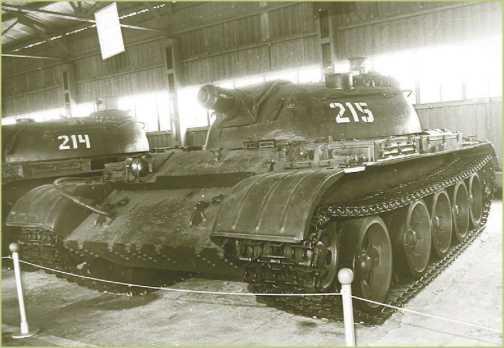 Опытный огнеметный танк «<a href='https://arsenal-info.ru/pub/art/3439' target='_self'>объект 483</a>».