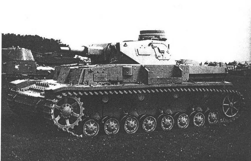 Pz.IVAusf.D с 20-мм дополнительной броней корпуса в музее Абердинского полигона в США.