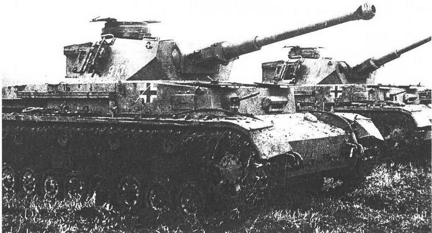 Pz-IV Ausf.F2, захваченные Красной Армией, Северный Кавказ, декабрь 1942 года. Судя по внешнему виду машин они, видимо, были брошены экипажами.