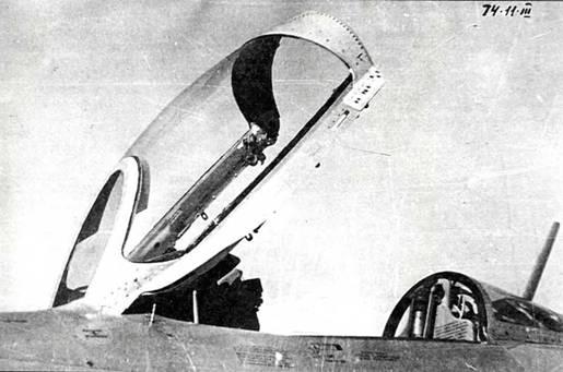 Фонарь кабины летчика в открытом положении