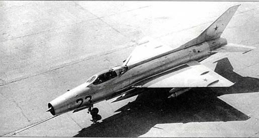 МиГ-21Ф с блоками УБ-16-57М для неуправляемых авиационных ракет С-5М на государственных испытаниях