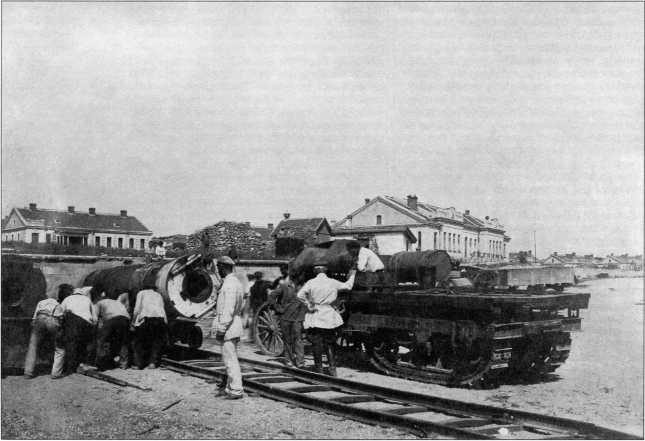Трактор «Ломбард», использовавшийся при демонтаже орудий старых линейных кораблейЧерноморского флота (РГВА).