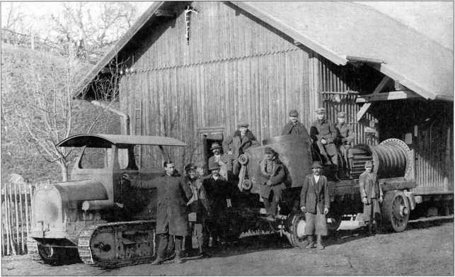 Буксировка парового котла трактором «Динос»(архив автора).