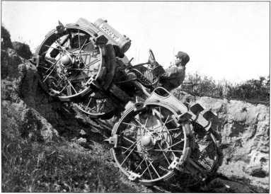 Преодоление подъема трактором«Павези» в ходе испытаний (РГВА).