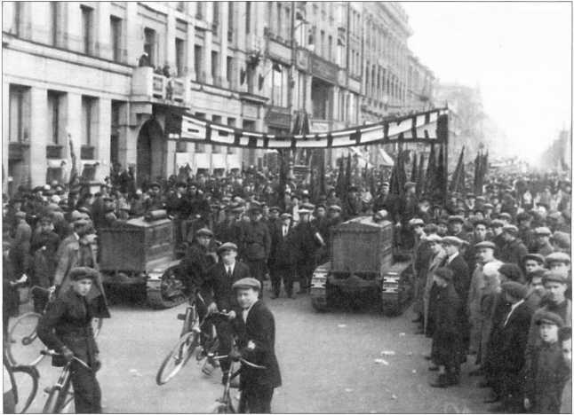 Трактора «Большевик» на демонстрации1 мая 1930г.(ГОЗ «Обуховский завод»).