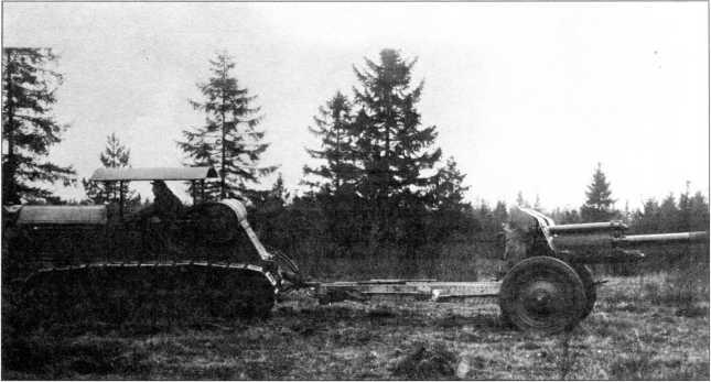 Буксировка трактором«Коммунар»опытного образца122-мм артсистемыМ-30 (РГВА).