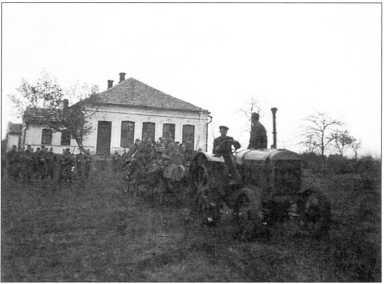Трофейный трактор СХТЗ-15/30 на службе в германской армии(архив автора).