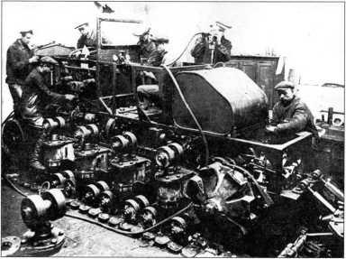 Сборка трактора БНВ на ХПЗ. Этот трактор еще в процессе постройки будет переименован в «Коминтерн»(архив автора).