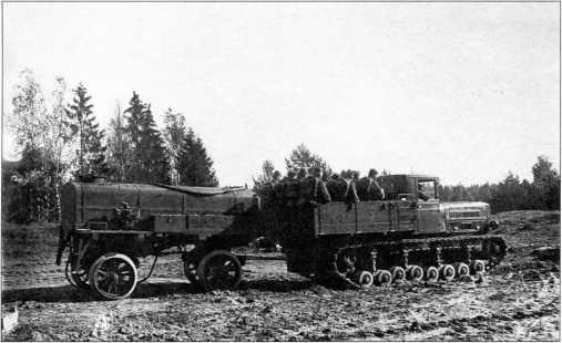Буксировка трактором«Коминтерн»цистерны ЦП-26 для горючего (РГВА).
