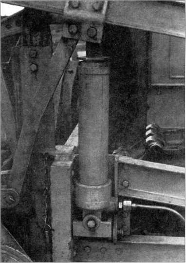 Боковой домкрат обеспечивающий подъем роторно-шнековой группы снегоочистителя«АРС» (РГВА).