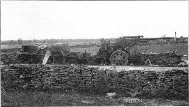 Уничтоженный «Коминтерн»неизвестной части зенитной артиллерии.Прибалтика, лето 1941г. (архив автора).