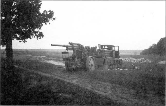 «Коминтерн» с зенитной пушкой на буксире. Лето 1941г. (архив автора).