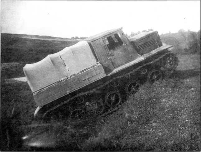Тягач Я-12 на заводских испытаниях(архив автора).
