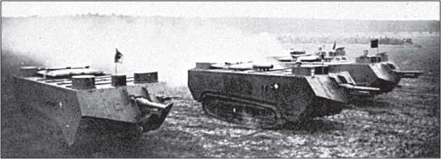 Батарея «Сен-Шамон» выходит в бой. Танки первых серий, с плоской крышей, овальными башенками и пушкой T.R.