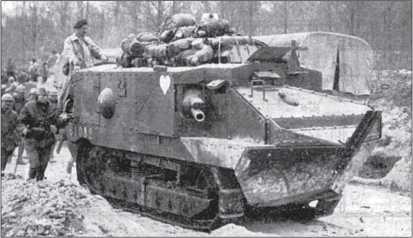 Танк СА-1 «Шнейдер» на марше.